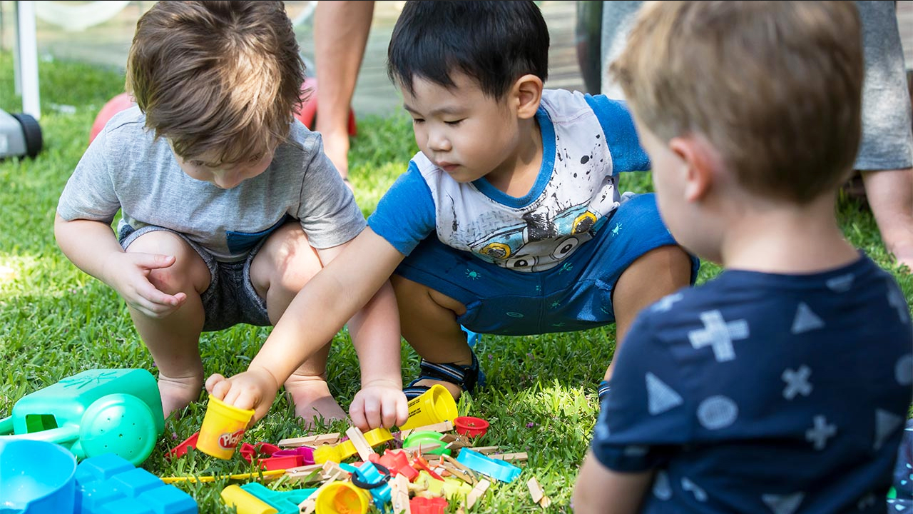 Top Child Care Experts Explain Those First Messy Weeks of Development